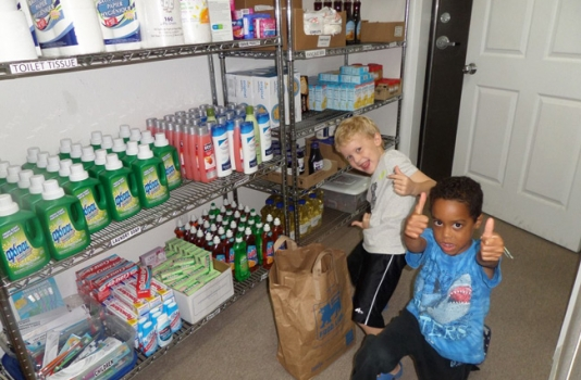 Beach Food Pantry kids volunteering